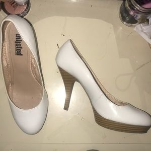 White Unlisted Round end heels